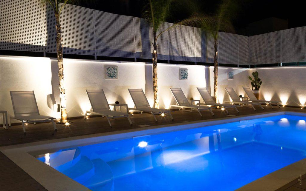la dimora delle fate piscina illuminata